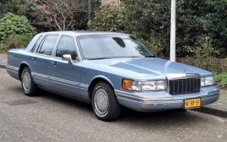 Ретро обзор: Lincoln Town Car 1991 года