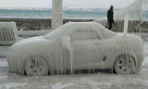 Как избавиться от ледяной корки, покрывшей автомобиль