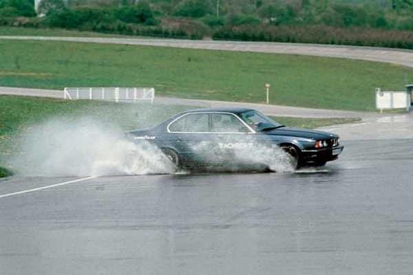 Эффект аквапланирования автомобиля