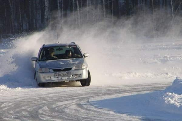 Занос автоомбиля на зимней дороге