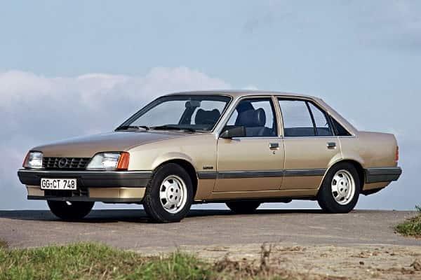 Ретро автомобиль Opel Rekord 1982 года