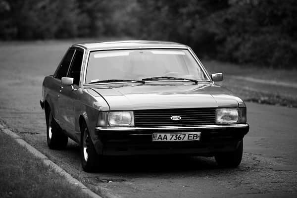 Реитро автомобиль Ford Granada Mark II