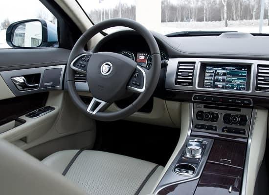 Обзор: Jaguar XF 2-го поколения