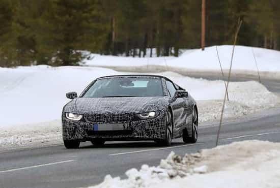 Кабриолет BMW i8 Roadster