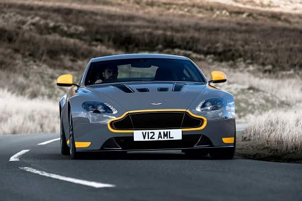 Спортивный Aston Martin Vantage 2017