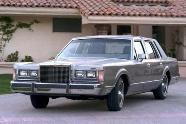 Lincoln Town Car 2 поколения 1989 года