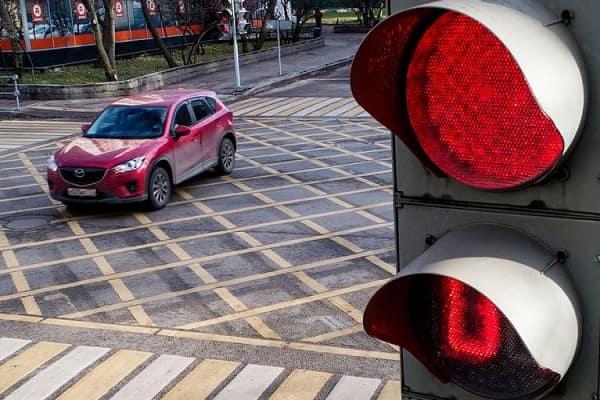 Проезд перекрестка на красный