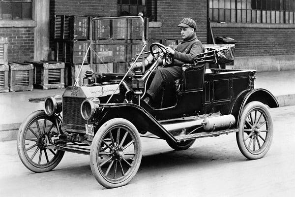 Автомобиль Форд-min