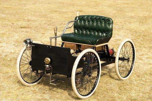 Первый автомобиль Генри Форда-min