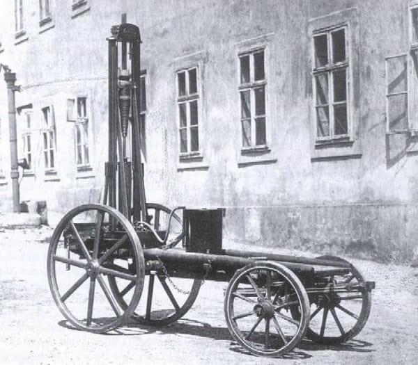 Первый автомобиль на пару-min