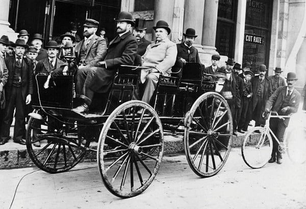 Первый электрический автомобиль-min