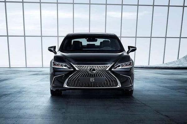 Lexus-ES 7-min