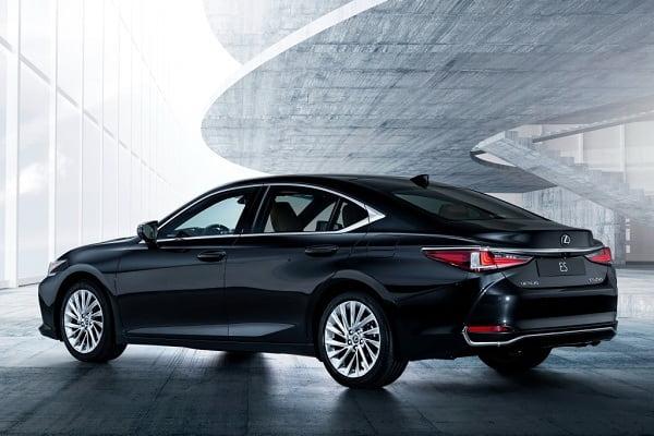 Lexus ES 7 поколения-min