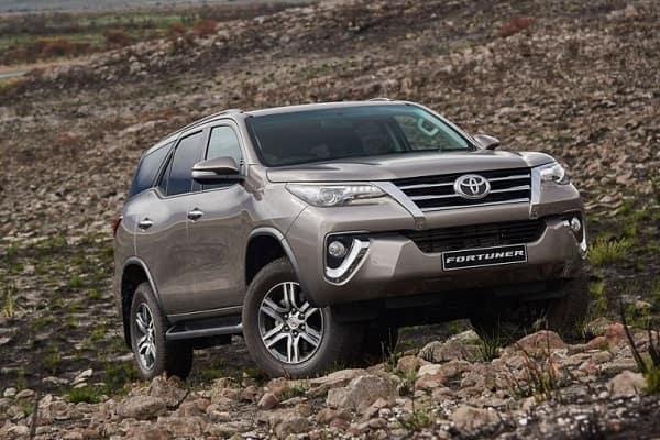 Внедорожник Toyota-Fortuner 2019