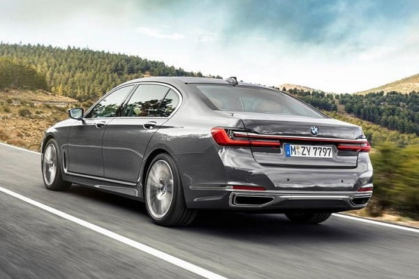 Автомобили S-класса: Mercedes-Benz S-Class, BMW 7-Series, Rolls-Royce Ghost