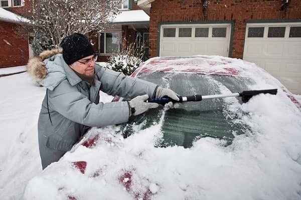 Очистка автомобиля после стоянки