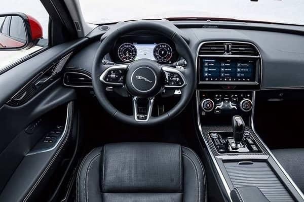 Салон Jaguar XE 2019 года