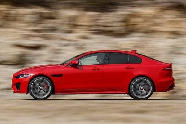 Седан Jaguar XE 2019 года