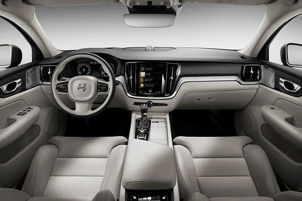 Салон Volvo S60 2019 года