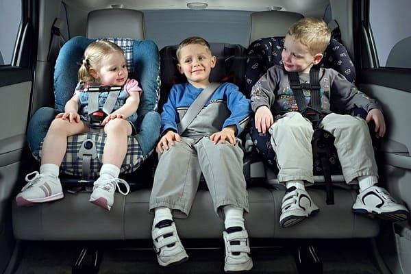 Перевозка детей сзади