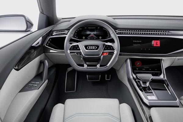 Салон Audi Q8 2019 года