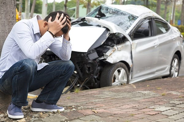 Попал в аварию
