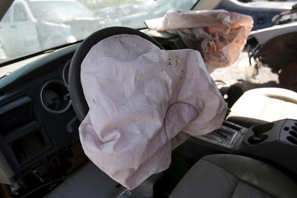 Бесплатная замена старых подушек безопасности. Почему наши водители против