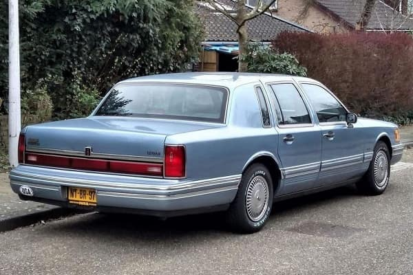 Седан Lincoln Town Car 1991 года