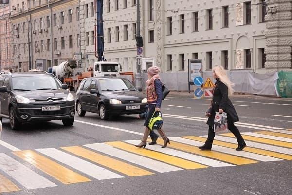 Как пропускать пешеходов на зебре