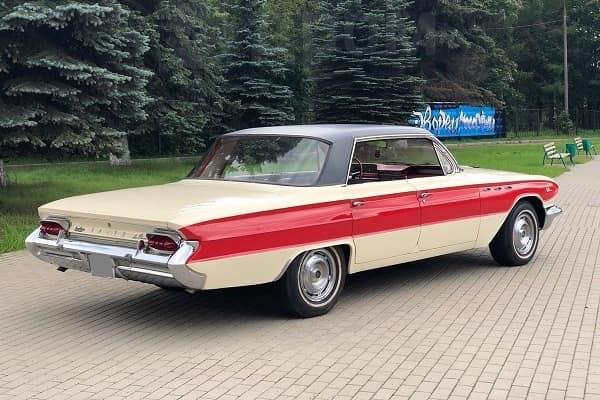 Седан Buick LeSabre 1961 года