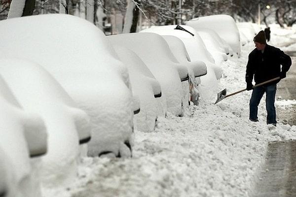 Машины под снегом