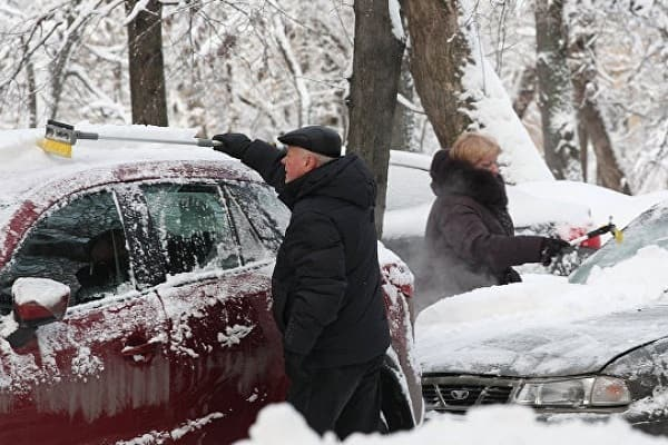Очистка автомобиля от снега