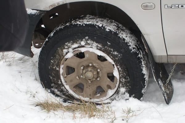 Прокол колеса зимой